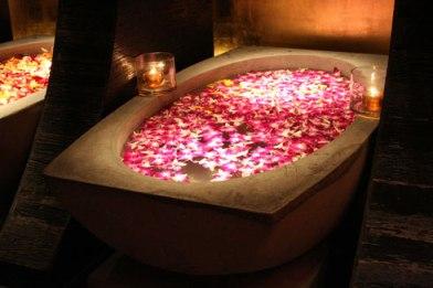 Ba o de rosas para encontrar el amor compartiendo luz - Banos para el amor ...